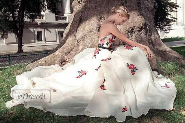 http://www.edressit.com/vintage-strapless-embroidered-beige-ball-gown-formal-dress-02160214-_p4163.html